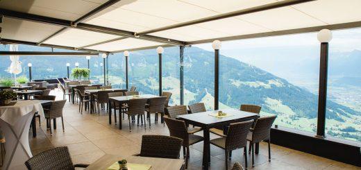 Das Hüttegg am Weerberg - Blick von der Terrasse ins Inntal