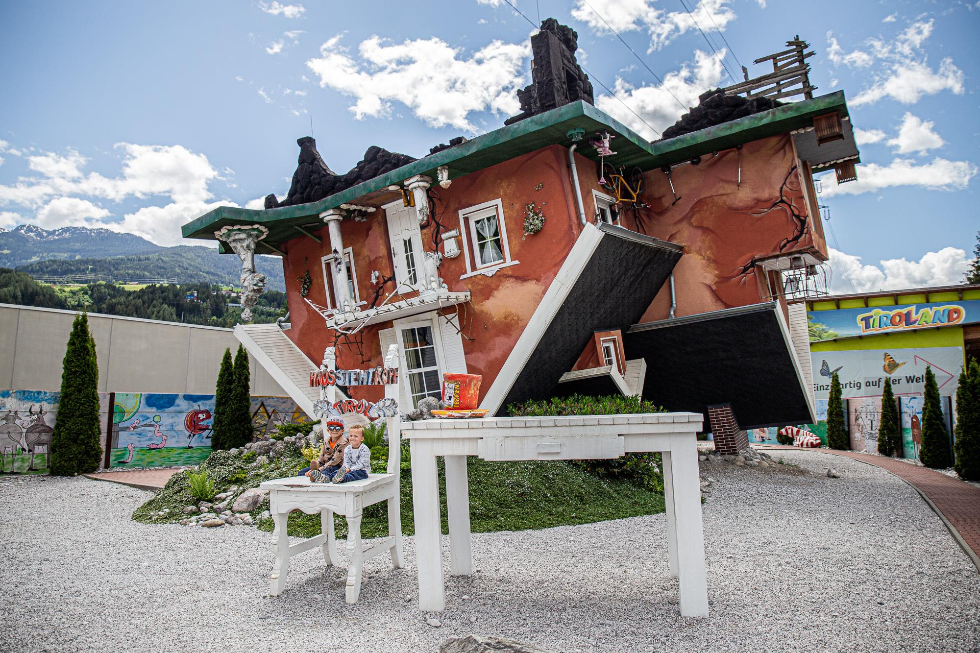 Haus steht Kopf | Vomp | Ausflugsziel Tirol | Außenansicht