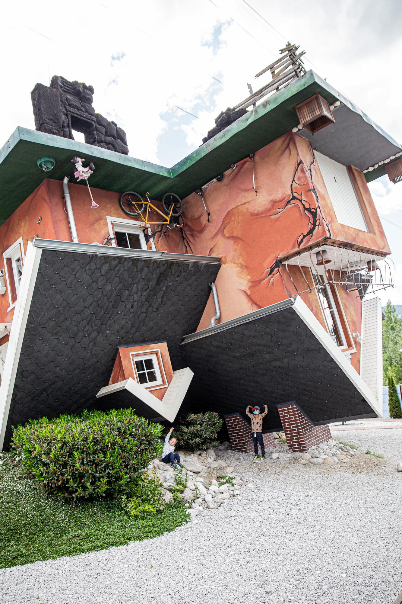 Haus steht Kopf | Vomp | Terfens | Ausflugsziel Tirol | Außenansicht