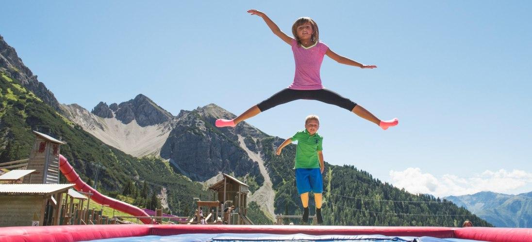 Rosshütte Seefeld | Ein Spielplatz am Berg | Trampoline und Airbags zum Springen